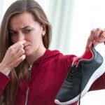 足の臭いが気になる!人前で靴を脱いでも気にならなくなる方法とは?