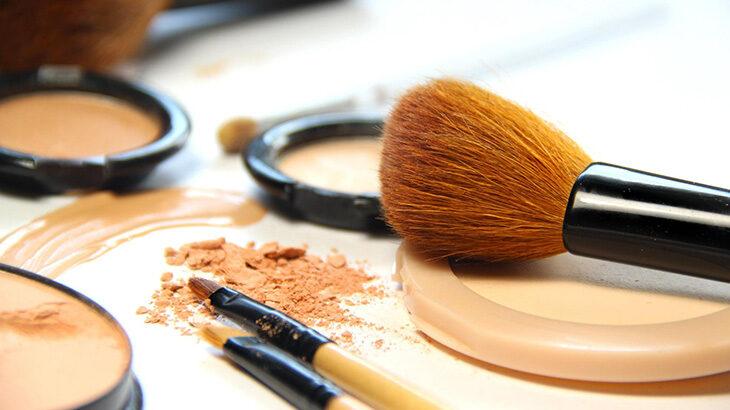 ファンデの粉ふきを防ぎたい!ツヤのある肌を作る方法