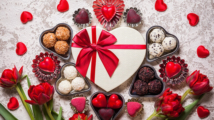 バレンタインのチョコは上司にも渡すべき?ルールやマナーも紹介!