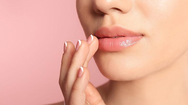 唇のくすみが気になる!ふっくらツヤのある唇を作る方法