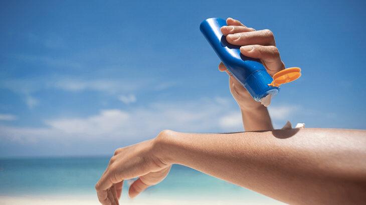 日焼け止めは塗り直しが必要!タイミングや塗り直しの方法